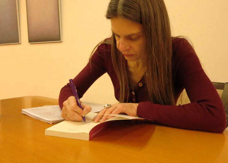 Christiane Florin signiert ihr Buch: Weiberaufstand