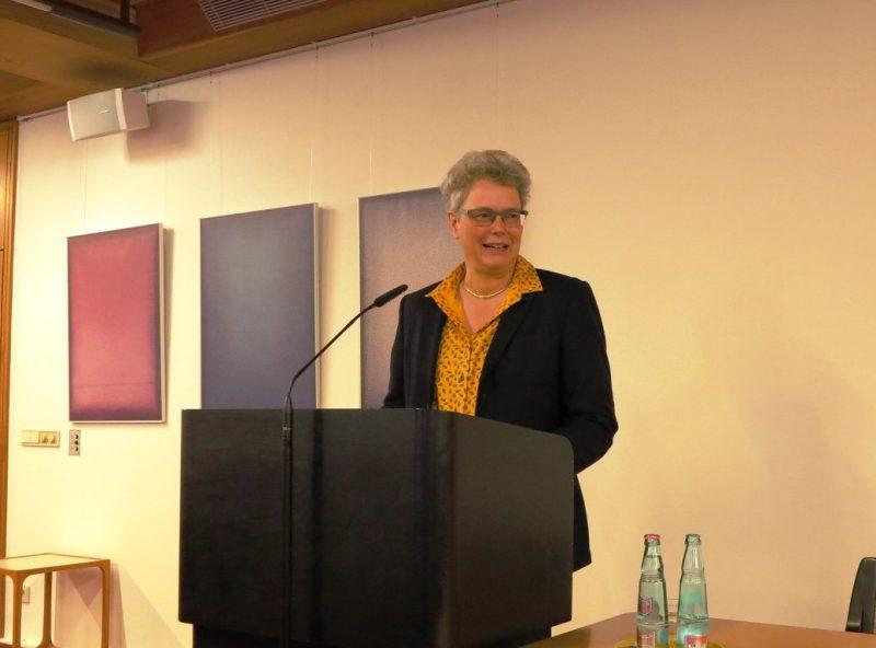 Frau Dr. Claudia Kunz