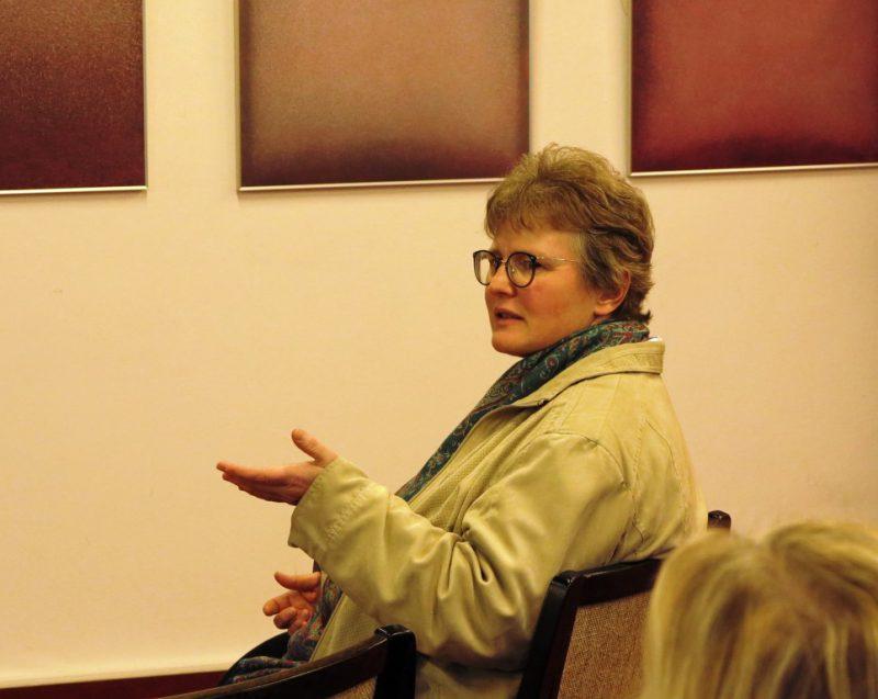 Dorothee Mann, Die Hegge, beteiligt sich an der Diskussion
