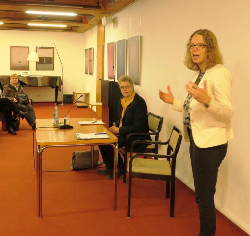 Begrüßung der Referentin Dr. Claudia Kunz