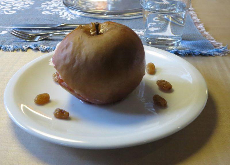 Ein Genuss: Der Bratapfel mit Rosinen