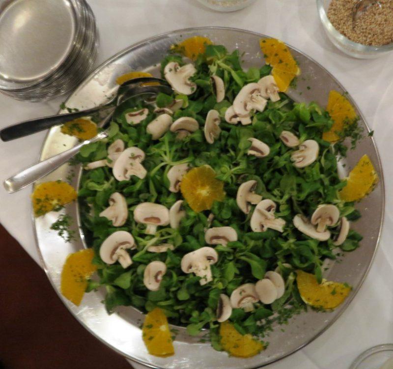 Liebevoll angerichteter Salat