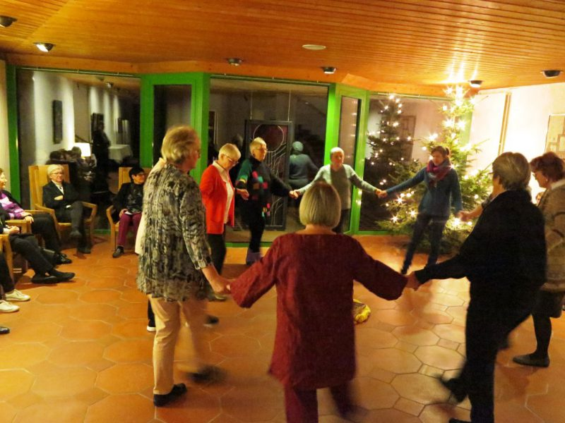 Der Abschlussabend beginnt mit einer Tanzvorführung