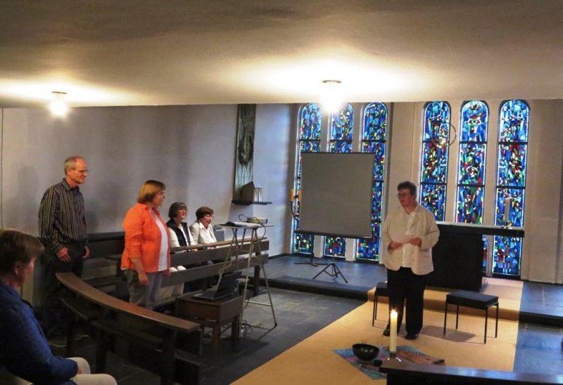 Frau Dorothee Mann begrüßt die Dozenten und die Gäste der Werkstatt