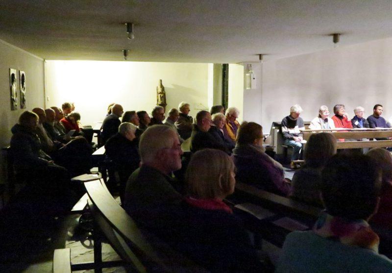 Gespannte Zuhörer in der Hegge-Kapelle