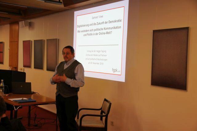 Prof. Vowe beim Vortrag
