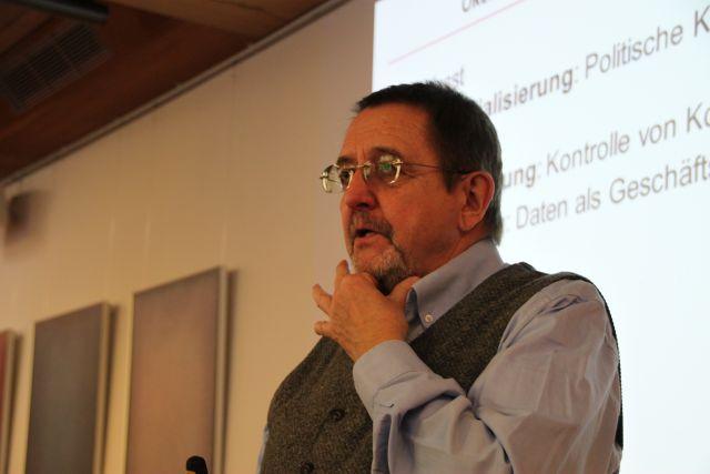 Prof. Vowe bei der Diskussion