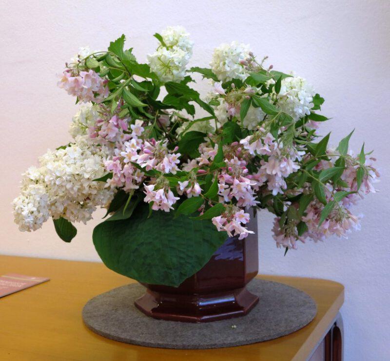Blumenschmuck im Vortragsraum