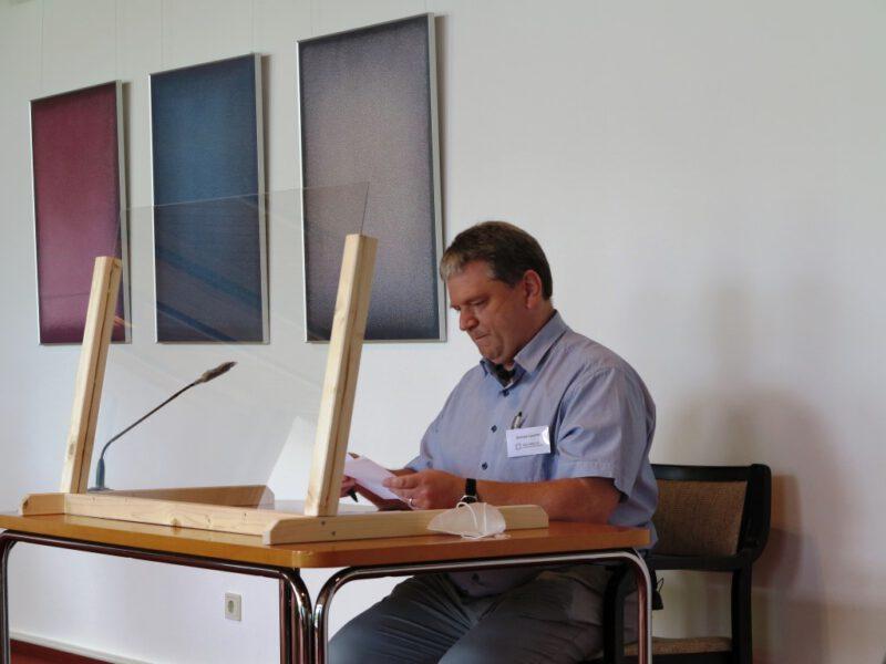 Damian Lazarek führt in die Tagung ein