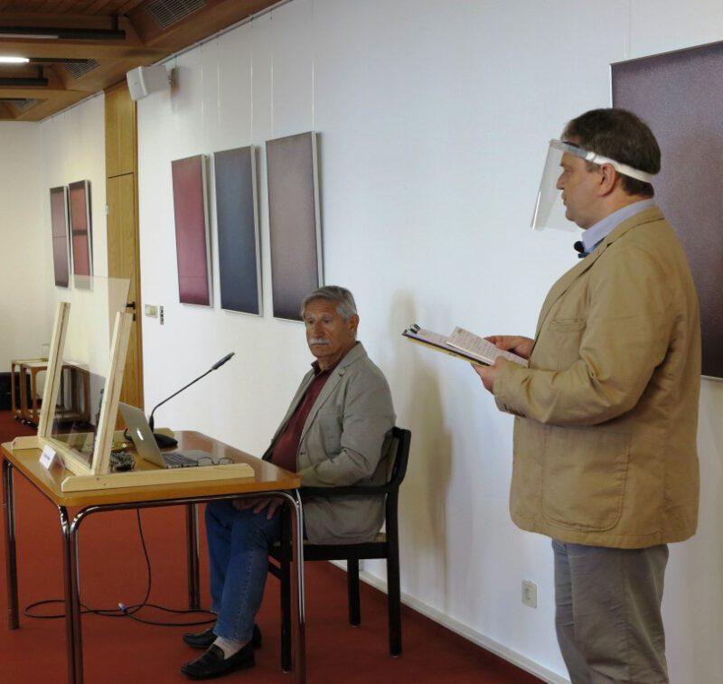 Damian Lazarek leitet die Diskussion über das Referat von Dr. Ghadban