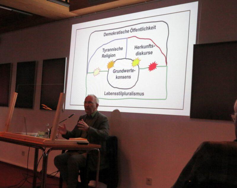 Der Referent Kurt Edler bei seinem inhaltsreichen Vortrag