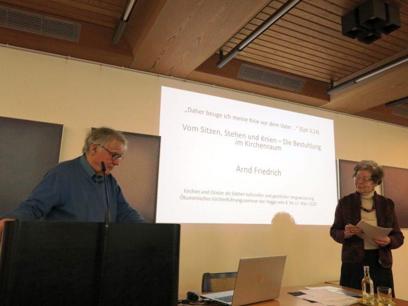 Referent Dr. Arnd Friedrich wird von Dr. Anna Ulrich vorgestellt