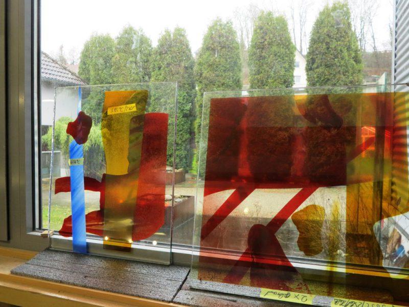 Ein Glasfenster vor seiner Fertigstellung