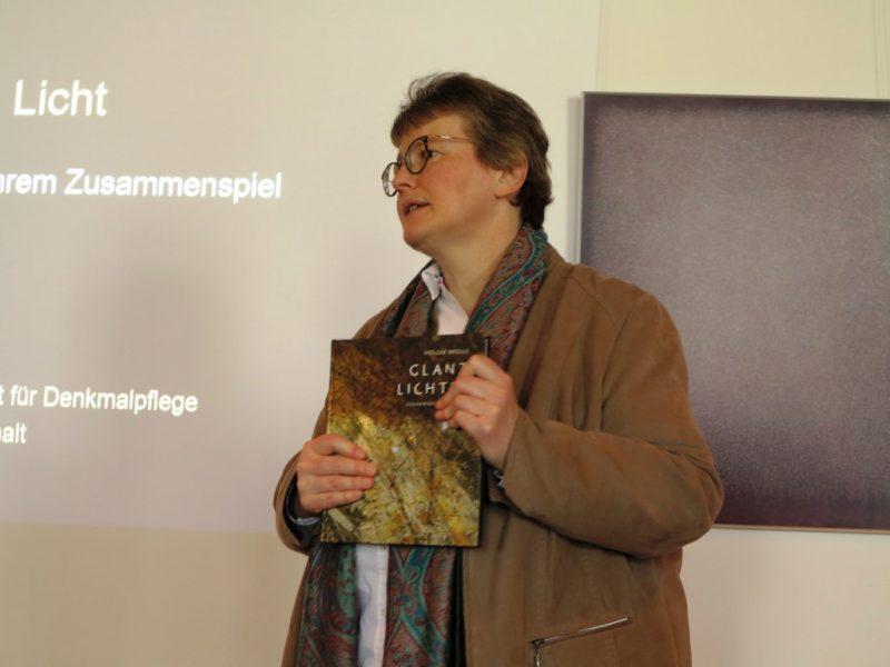 Vorstellung des Referenten (und Buchautors) Dr. Holger Brülls durch Dorothee Mann