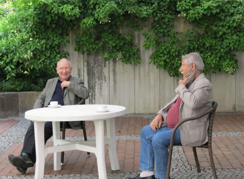 Pausengespräche im Freien