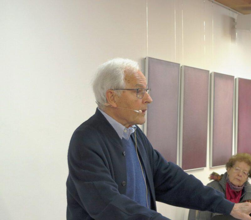 Prof. Hans Kessler referiert