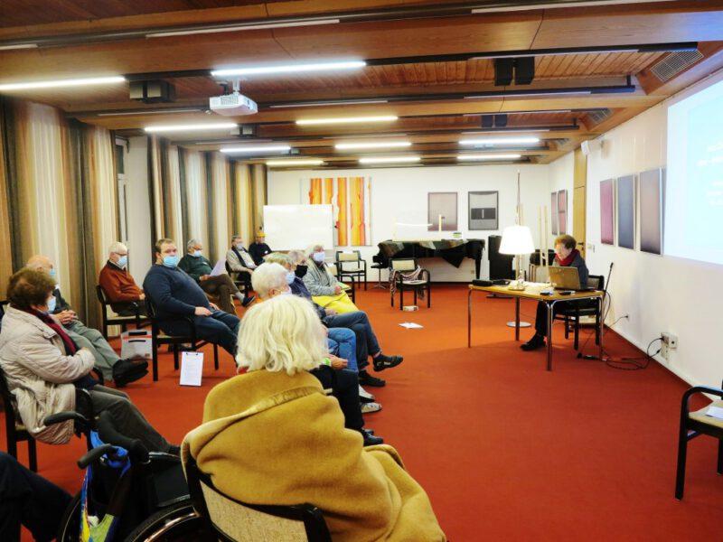 Dr. Anna Ulrich bei ihrem Vortrag
