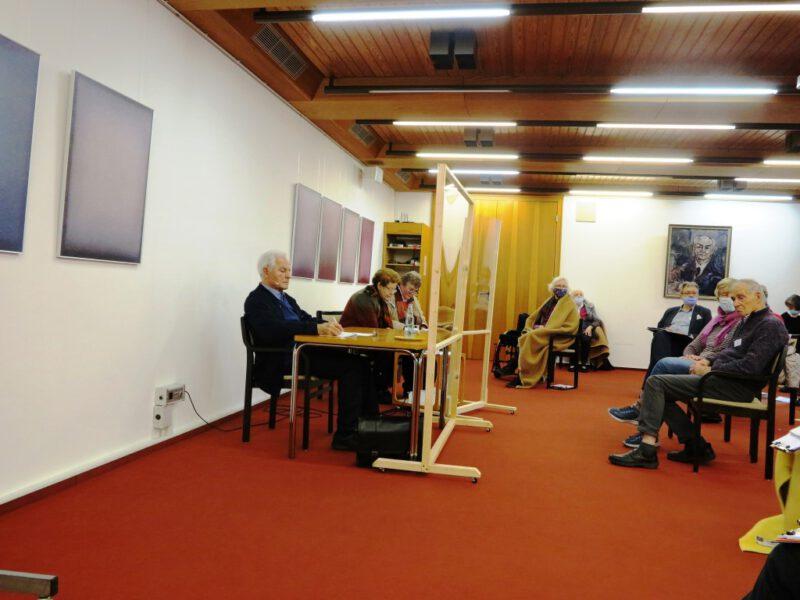 Prof. H. Kessler stellt sich den Fragen der Teilnehmer