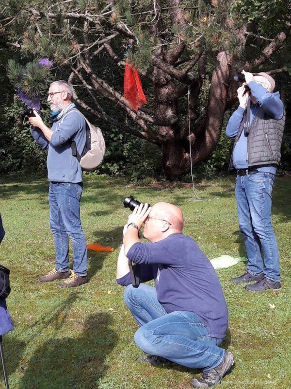Auf der Suche nach einem Fotoobjekt am Himmel..... (©Foto: H. Bee-Schroedter)