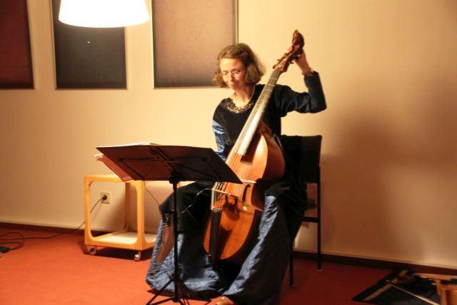 M. Kirchhof mit Barock-Viola da Gamba (b)