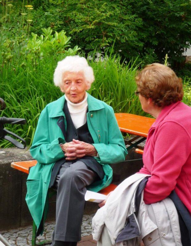Frau Christine im Hegge-Park